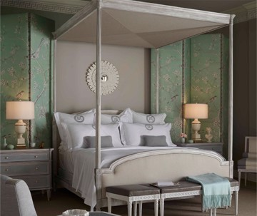 Canopy bed with traditional feminine design