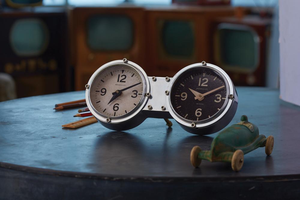 Pendulux - Dashboard Table/Wall Clock