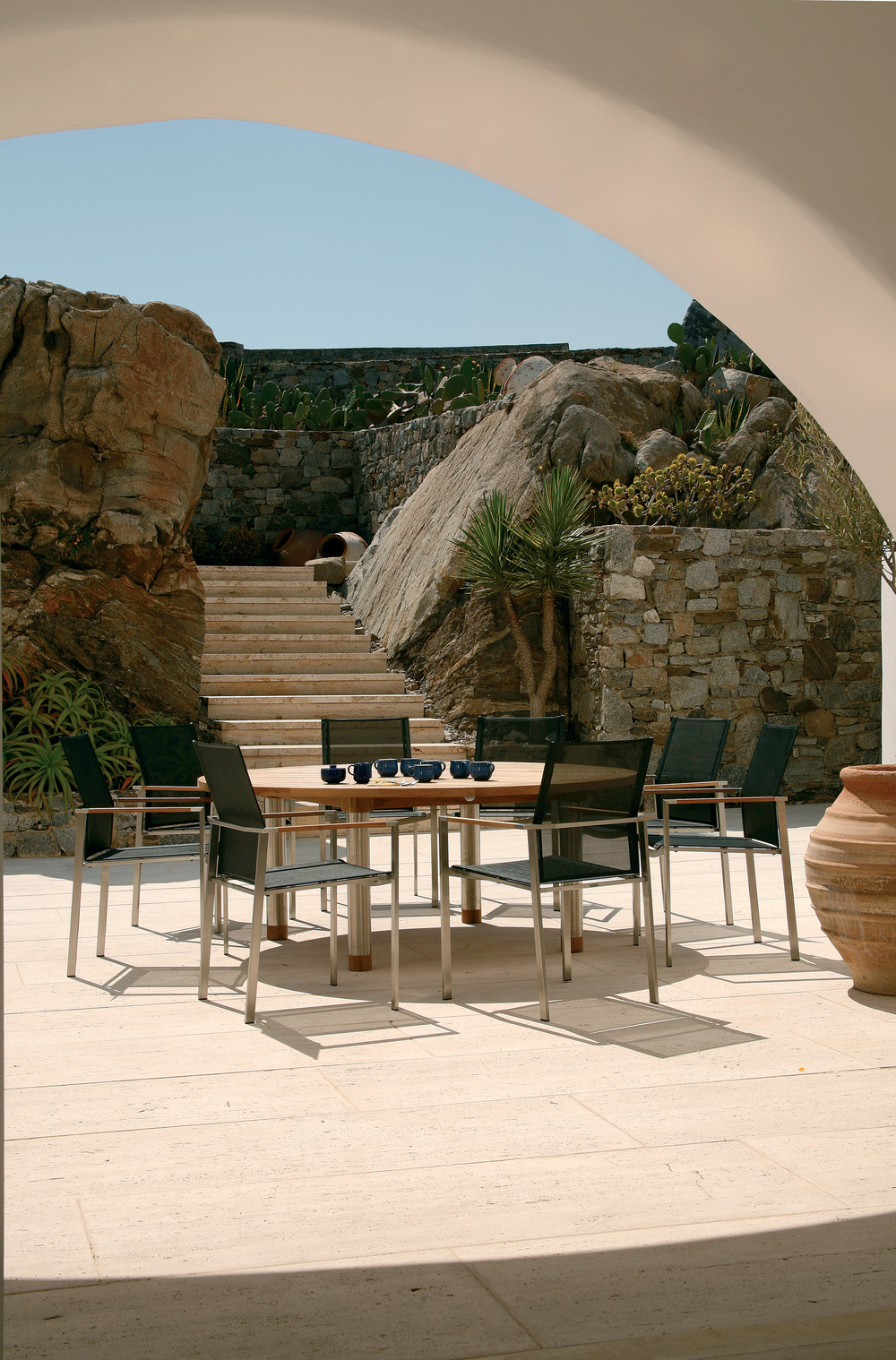 Barlow Tyrie - Equinox Circular Dining Table