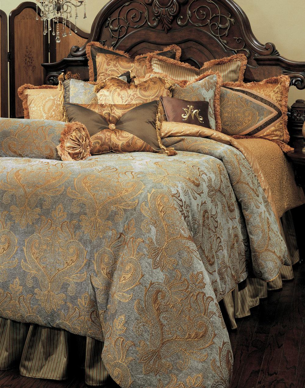 Michael Amini - Elizabeth Queen Comforter Set, 12 pc