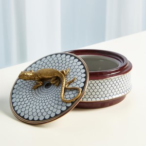 Thumbnail of Global Views - Gecko Box