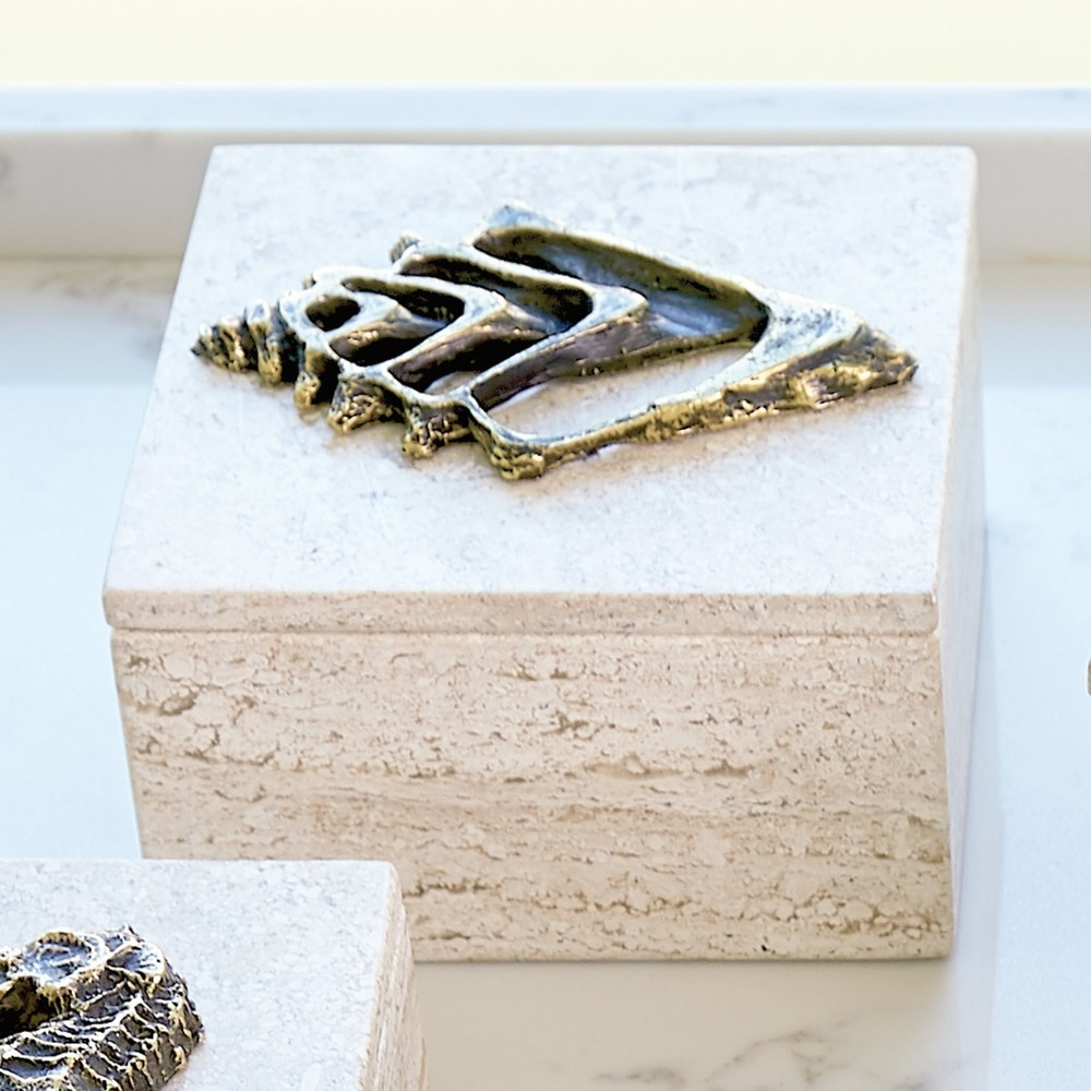 GLOBAL VIEWS - Bronze Conch Fossil Travertine Box