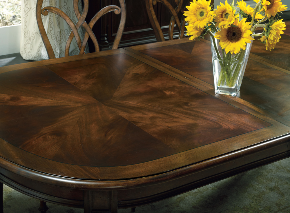 Hooker Furniture - Leesburg Leg Table with Two Leaves
