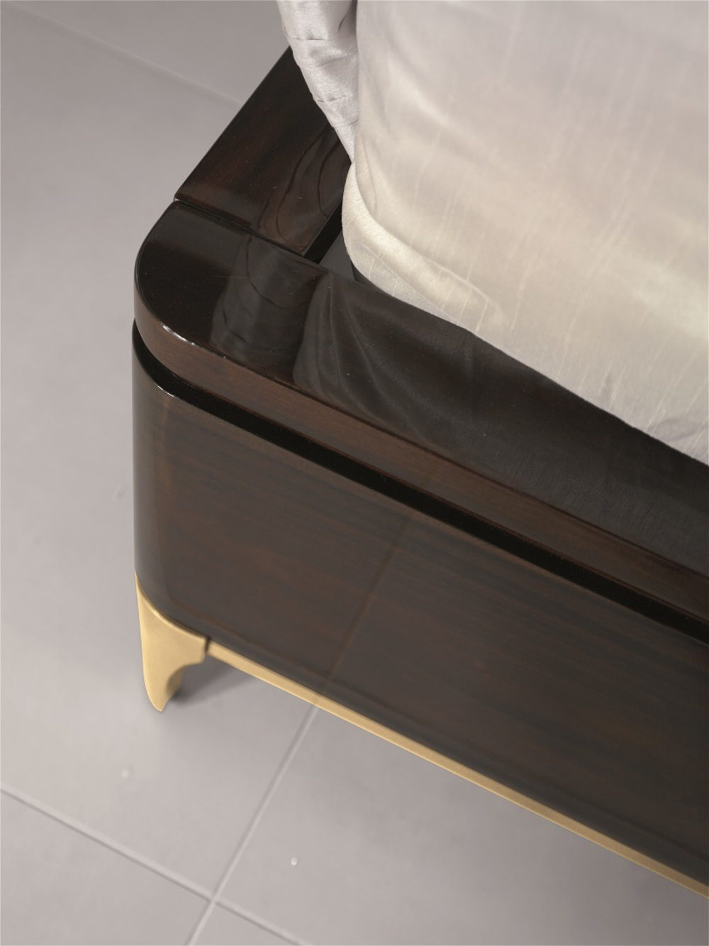 Hurtado - Soho Upholstered King Size Bed