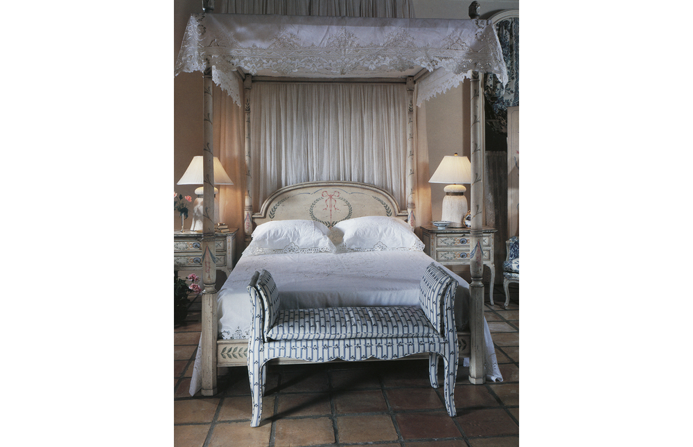 Karges Furniture - Country French Transitional Four Poster Canopy Queen Bed