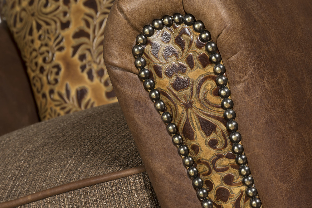 King Hickory - Austin Swivel Chair