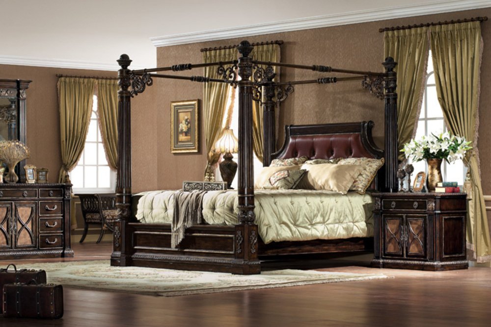 Orleans International - Le Palais King Bed without Canopy