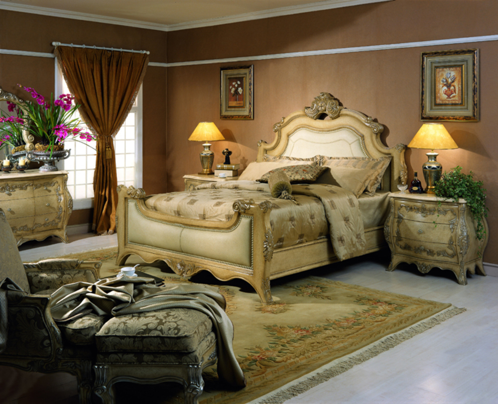 Orleans International - Chateau Queen Bed