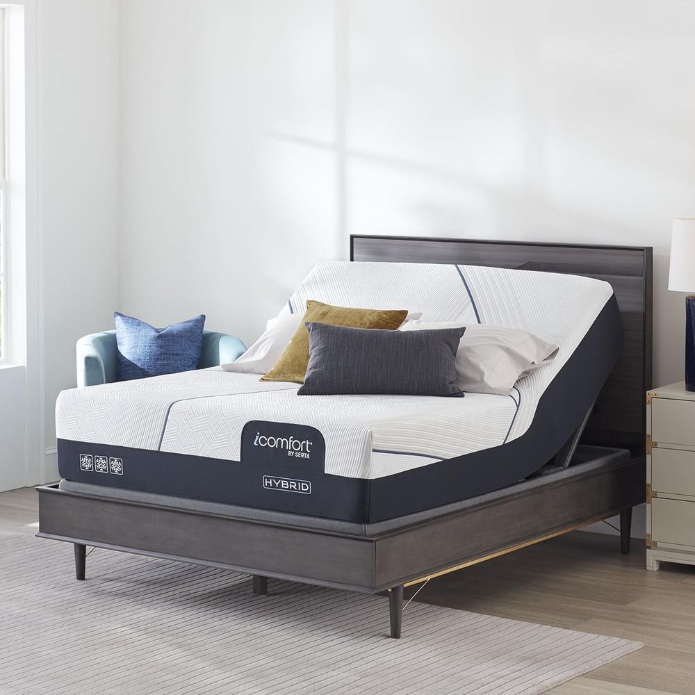 Serta Mattress - iComfort CF3000 Non-Quilted Hybrid Plush Mattress with Motion Perfect IV Adjustable Base