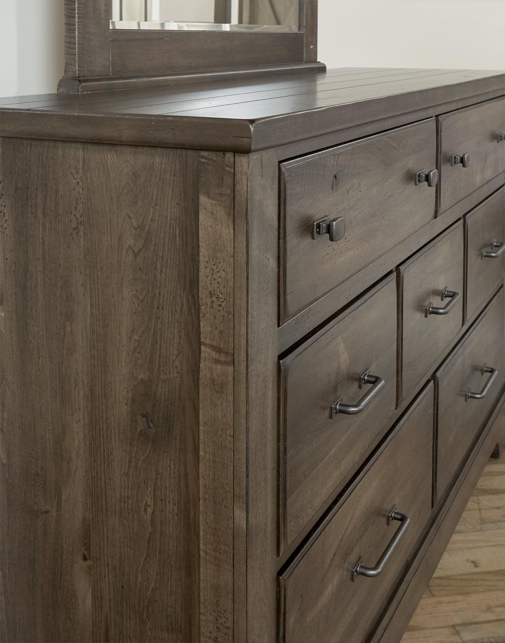 Vaughan Bassett - 7 Drawer Dresser