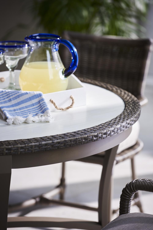 Lane Venture - Round Dining Table
